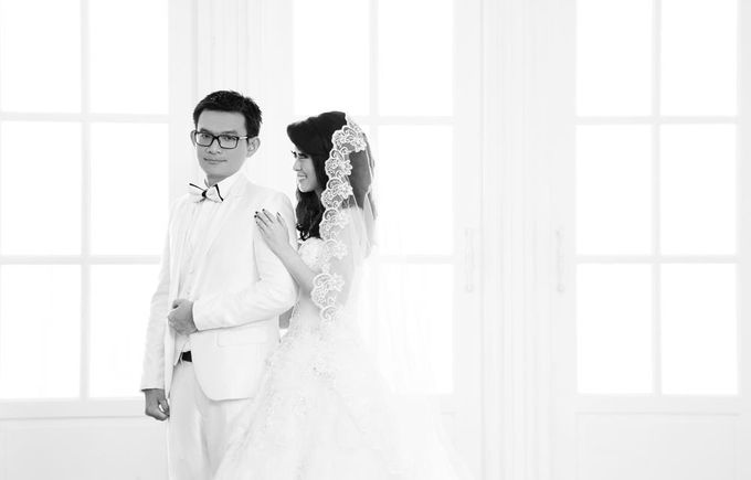 Indoor Prewedding 02 by King Foto & Bridal Image Wedding - 004