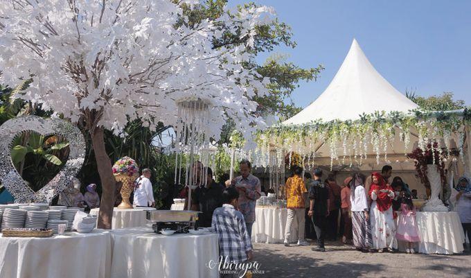 Poolside Wedding Party of Elvira & Irfan by Abirupa Wedding Planner - 031