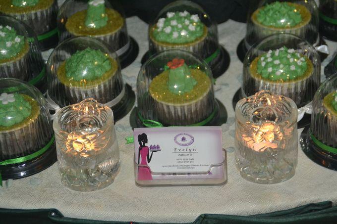 Green & White Wedding Cake & Cupcakes by Diana's Kitchen - 004