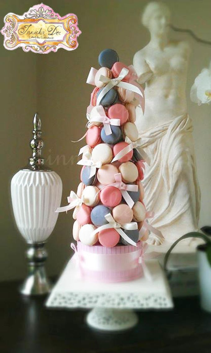 Wedding Cakes by Innicka Dee Cakes - 004