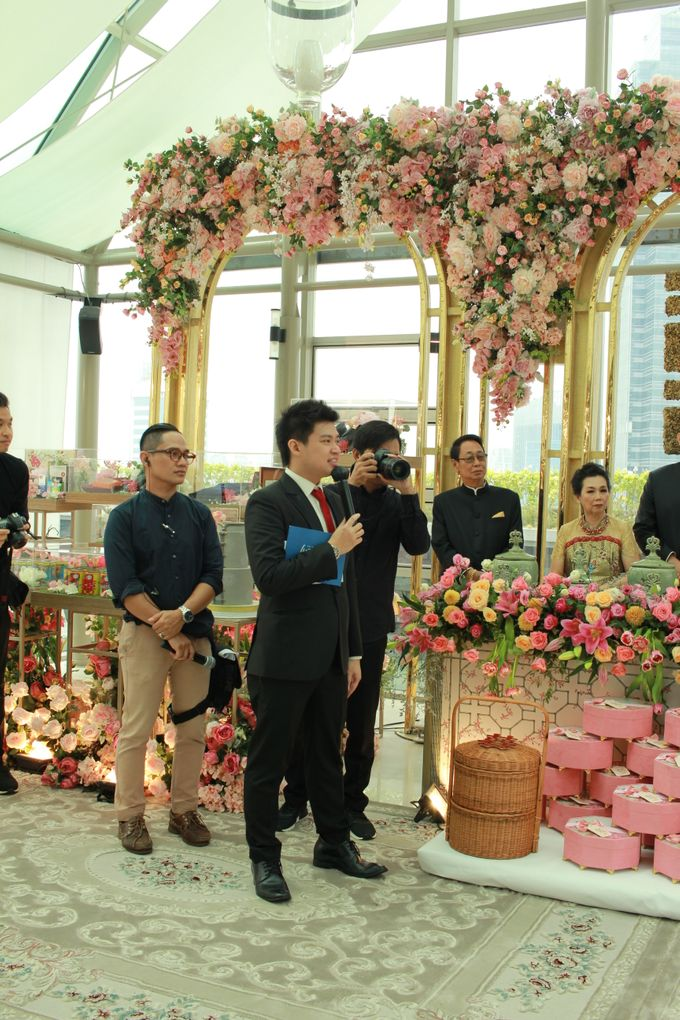 MC Sangjit & MC EngagementnThe Glass Terrace Grand Hyatt Jakarta  By Double V Entertainment by Lotus Design - 005