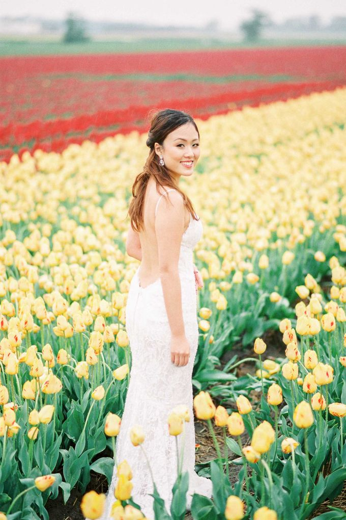 Romantic Flower Fields Pre-Wedding Shoot by Rox and San Photography - 001