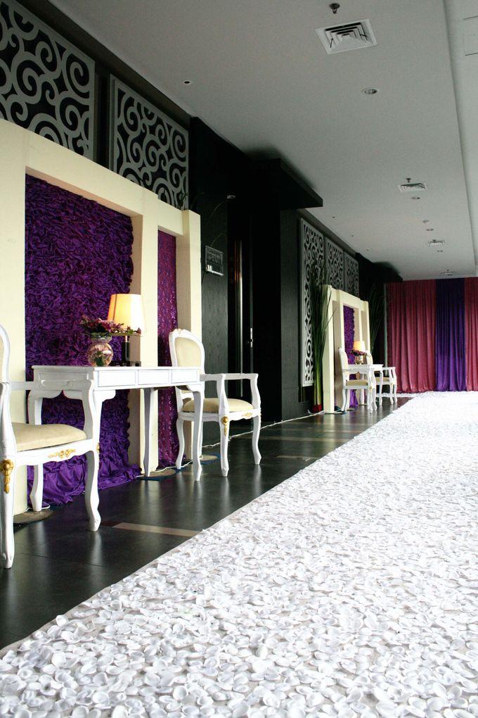 Wedding Decoration & Set Up at Holiday Inn Bandung Pasteur by Holiday Inn Bandung Pasteur - 004