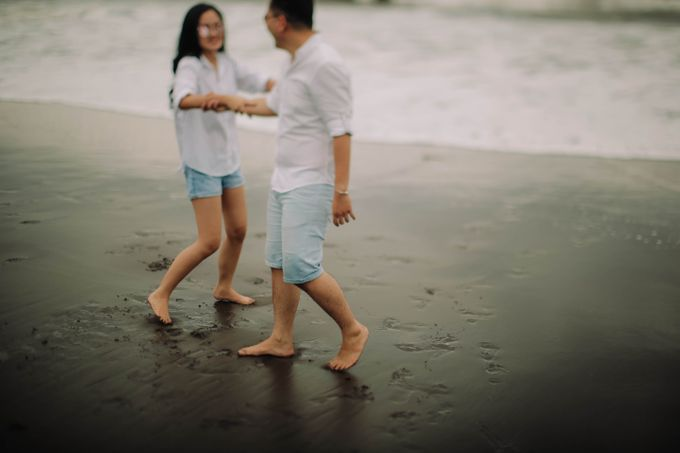 PRE - WEDDING DANIEL & KARINA BY HENOKH WIRANEGARA by All Seasons Photo - 037