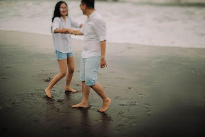 PRE - WEDDING DANIEL & KARINA BY HENOKH WIRANEGARA by All Seasons Photo - 046