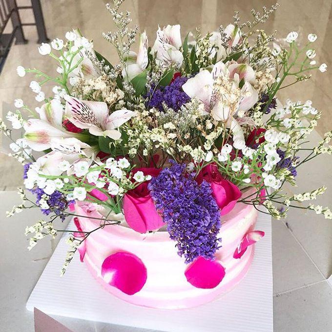 Hand Bouquet by JOVAFLORIST - 007