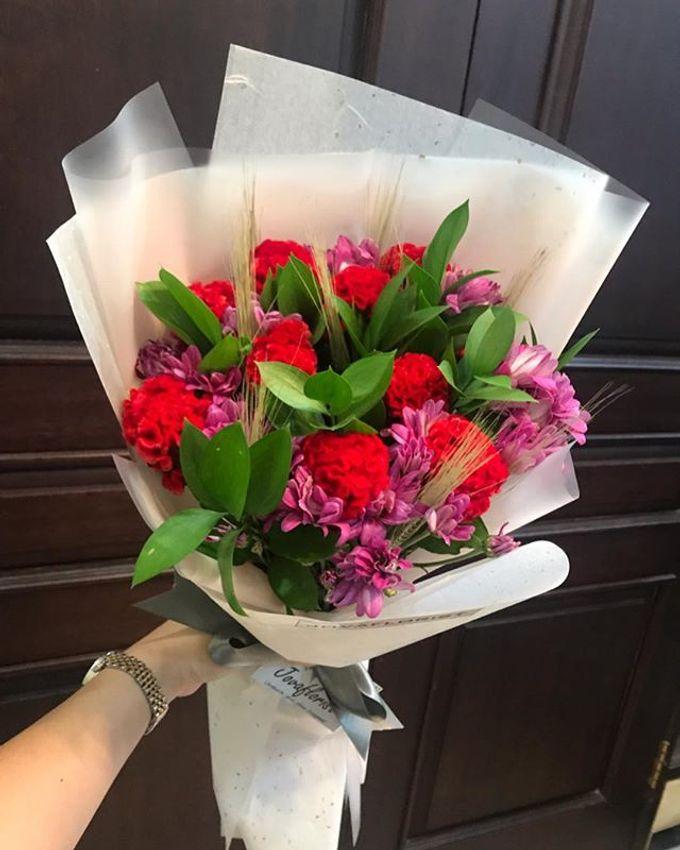 Hand Bouquet by JOVAFLORIST - 005