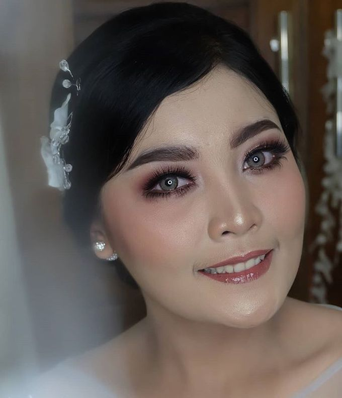 engagement makeup by White Make Up and Hair Do - 009