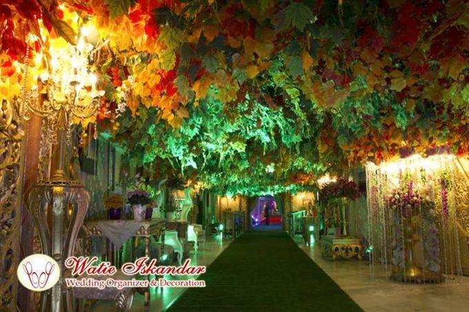 Tema Jawa Berhiasi Taman by Watie Iskandar Wedding Decoration & Organizer - 001
