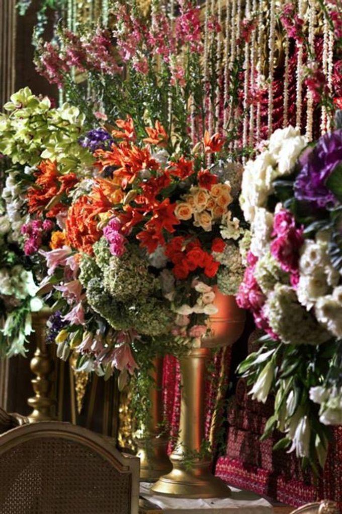 Tema Jawa Berhiasi Taman by Watie Iskandar Wedding Decoration & Organizer - 006