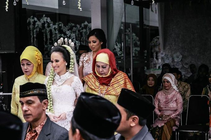 Extra Ordinary Traditional Wedding | Damar + Selly | by YSD by YSD Photography - 015