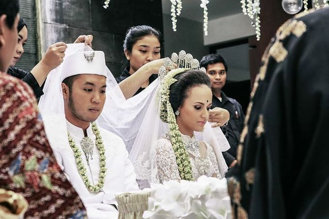 Extra Ordinary Traditional Wedding | Damar + Selly | by YSD by YSD Photography - 017