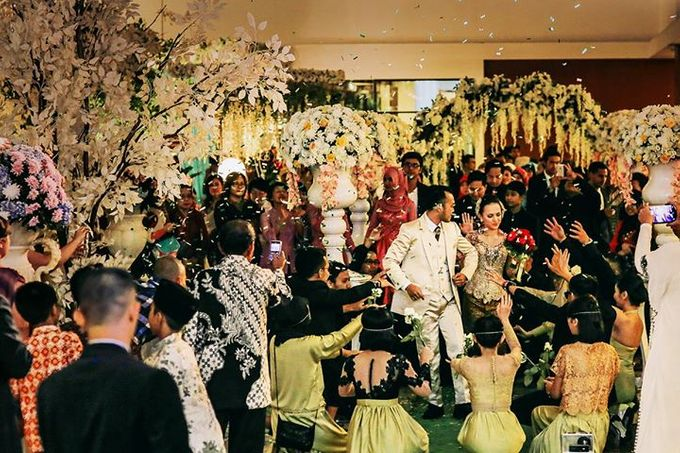 Extra Ordinary Traditional Wedding | Damar + Selly | by YSD by YSD Photography - 032