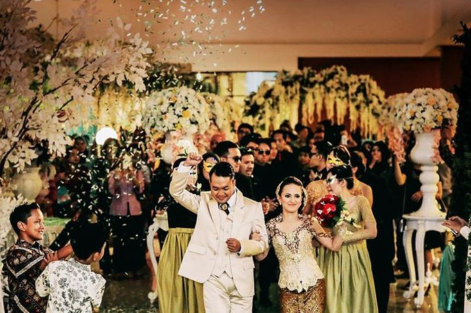 Extra Ordinary Traditional Wedding | Damar + Selly | by YSD by YSD Photography - 033