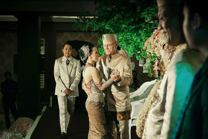 Extra Ordinary Traditional Wedding | Damar + Selly | by YSD by YSD Photography - 034