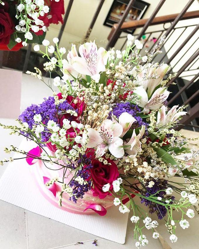 Hand Bouquet by JOVAFLORIST - 003