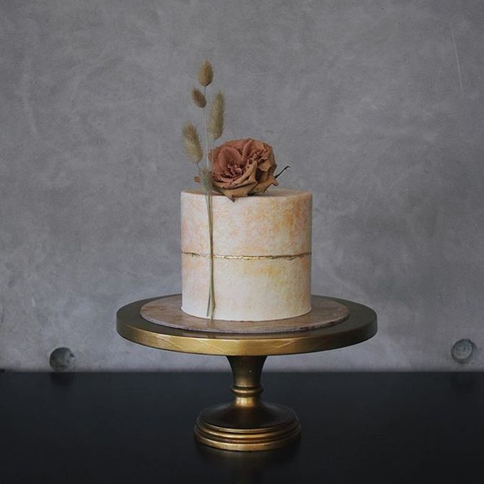 Tiered and Wedding Cakes 2019 by Nana Cake Boutique - 010