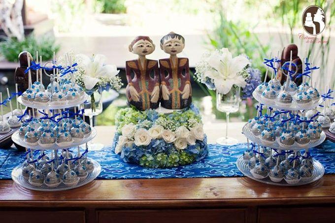 Silver & Royal Blue Wedding Cake by Creme de la Creme Bali - 002