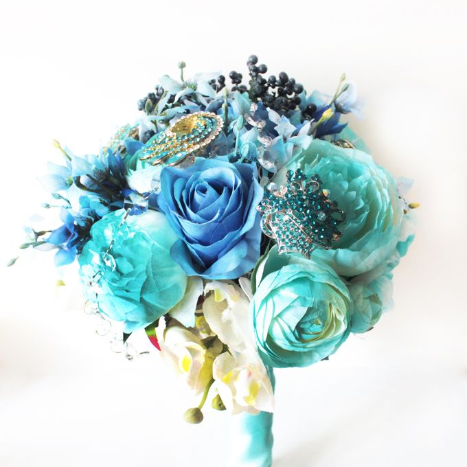 Custom Hand Bouquet by The Bride and Butter - 009
