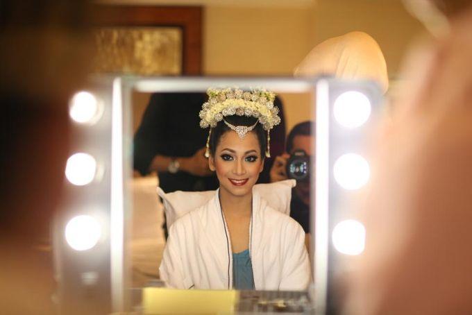 Wedding make up for Tara Rawindra (Javanese Paes& Padang) and Kathya Paramitha (National) by Yoga Septa Make Up Artist - 005
