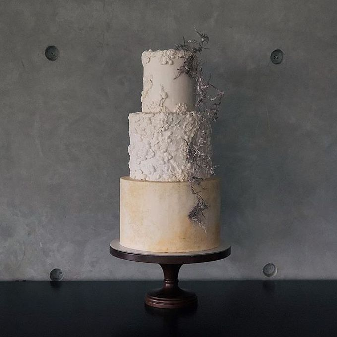 Tiered and Wedding Cakes 2019 by Nana Cake Boutique - 008