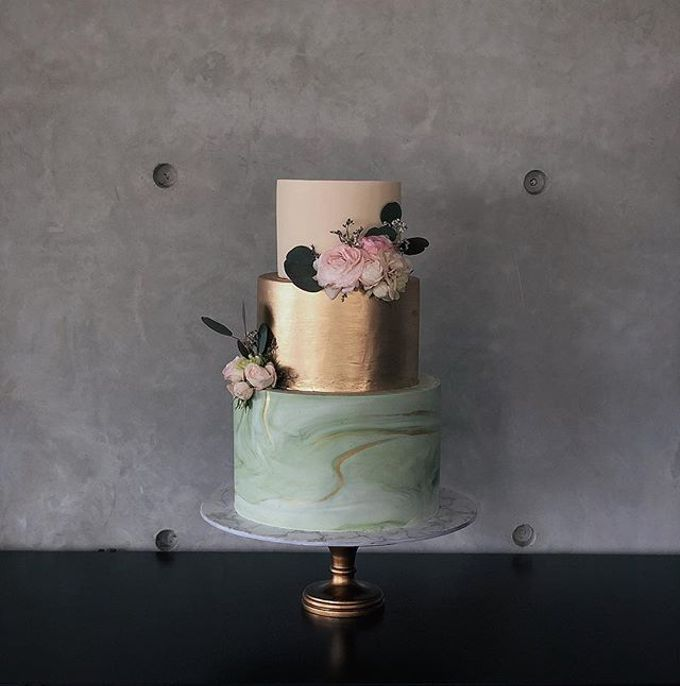 Tiered and Wedding Cakes 2019 by Nana Cake Boutique - 009