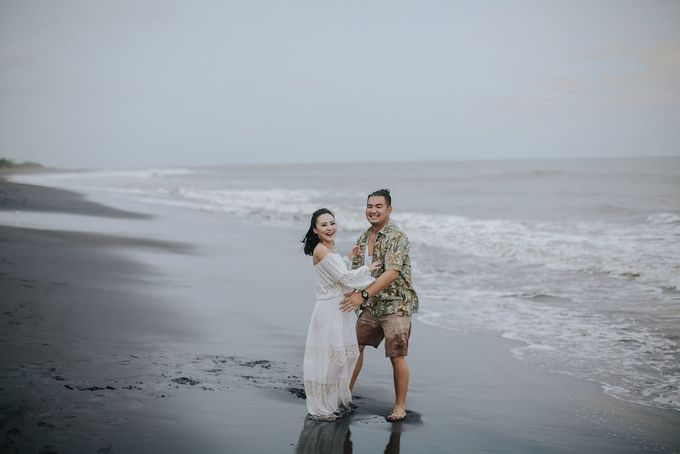 PRE - WEDDING EDWIN & YOMEDIKA BY RIO YAPARI by All Seasons Photo - 045