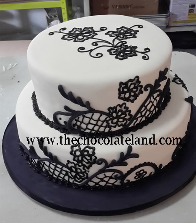 2 Tiers Wedding Cake Black And White Theme By The Chocolate Land