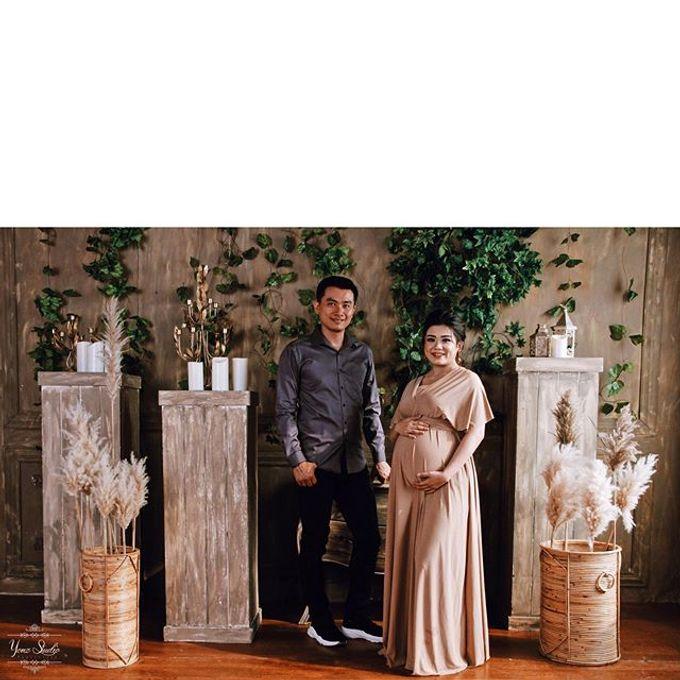 Maternity Shoot by Yonz Studio Photograph - 005