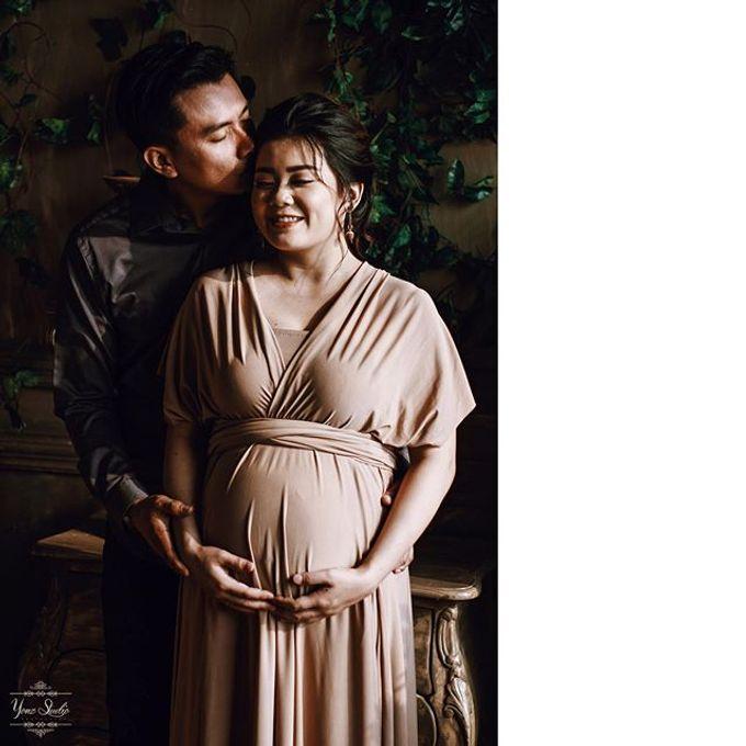 Maternity Shoot by Yonz Studio Photograph - 004