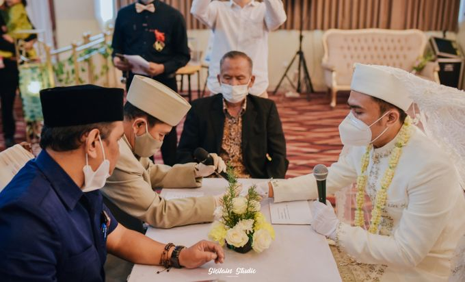The Ballroom Wedding Of Muti & Adhi by Fave Hotel Hypersquare - 002