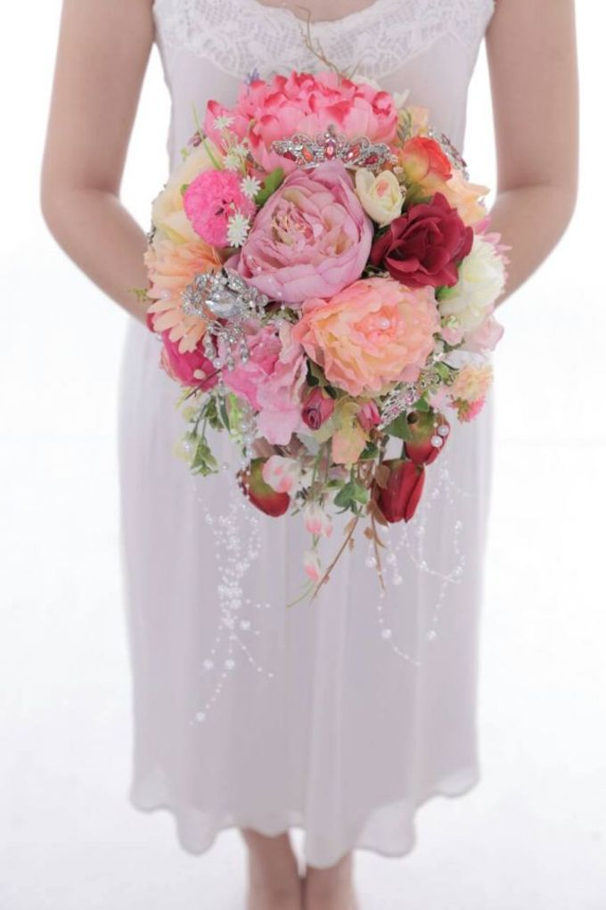 ENCHANTED WEDDING BOUQUET by LUX floral design - 004