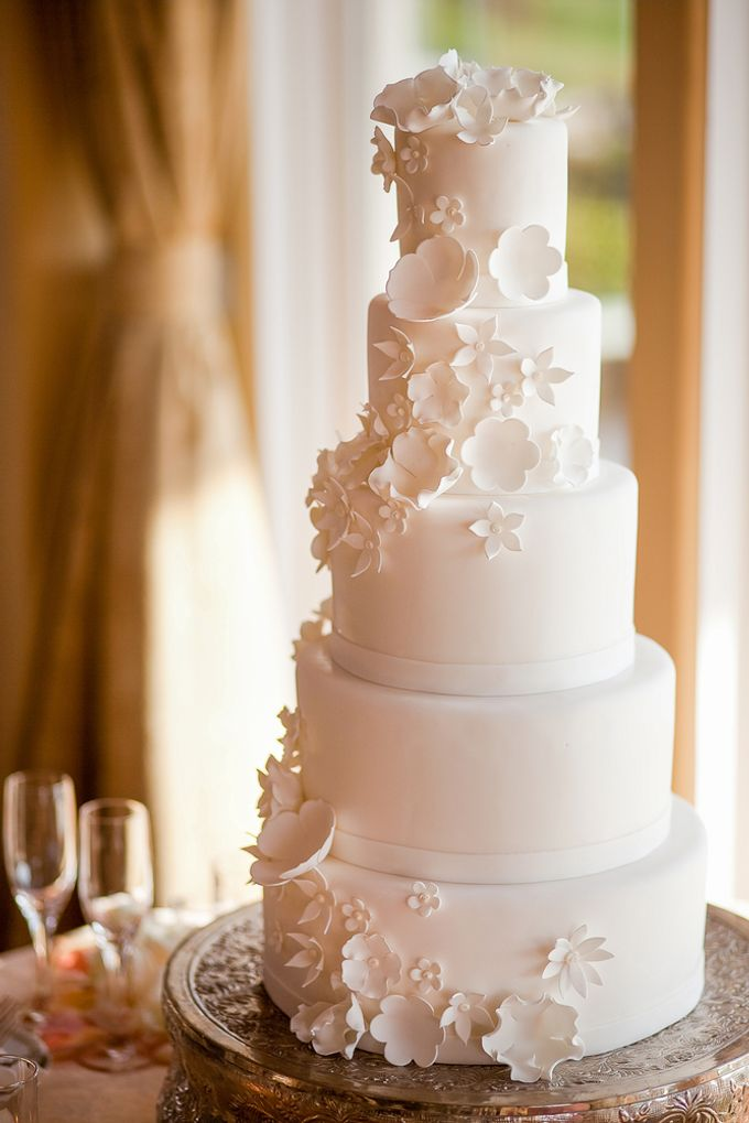 Wedding cakes and cupcakes by CUPCAKES COMPANY - 009