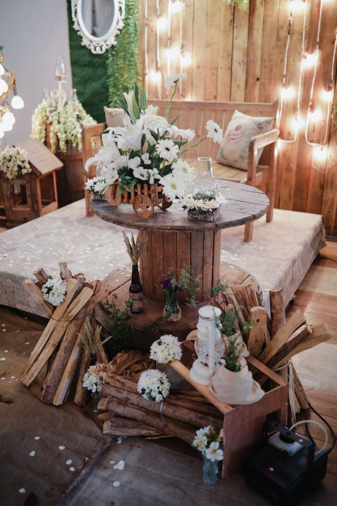 Barn Themed Wedding - Oliver and Sally by Mot Rasay Photography - 005
