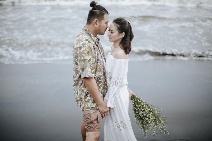 PRE - WEDDING EDWIN & YOMEDIKA BY RIO YAPARI by All Seasons Photo - 046