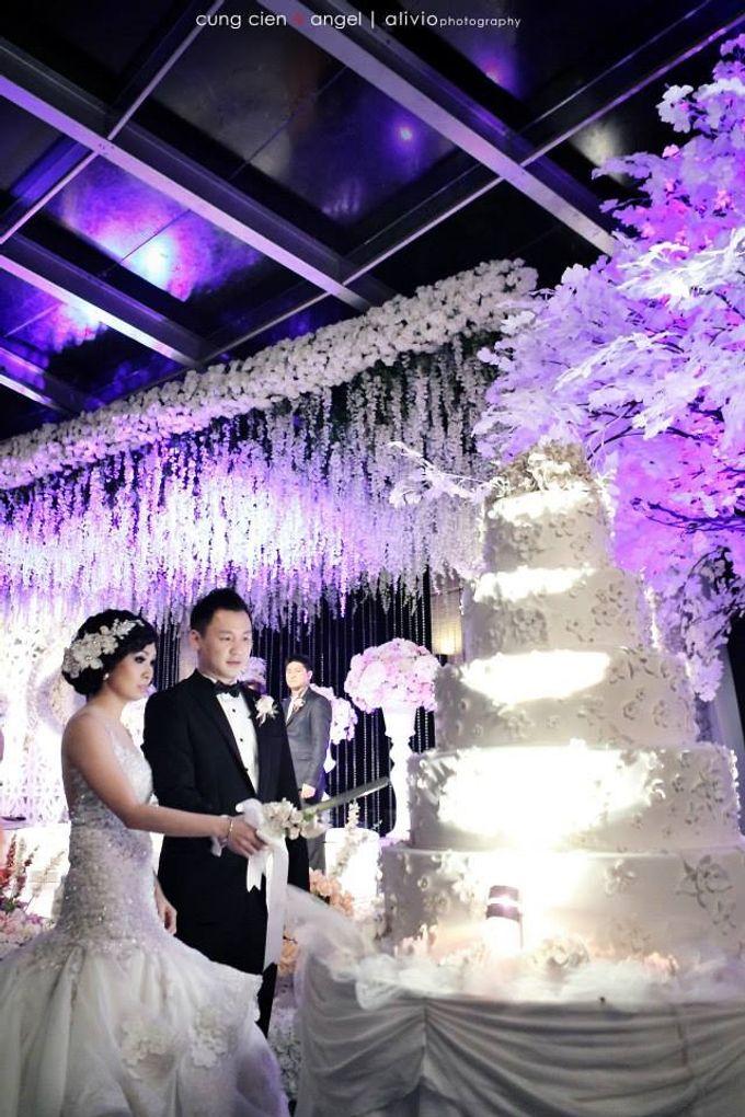 White Allure Wedding by Fuchsia Decoration - 001