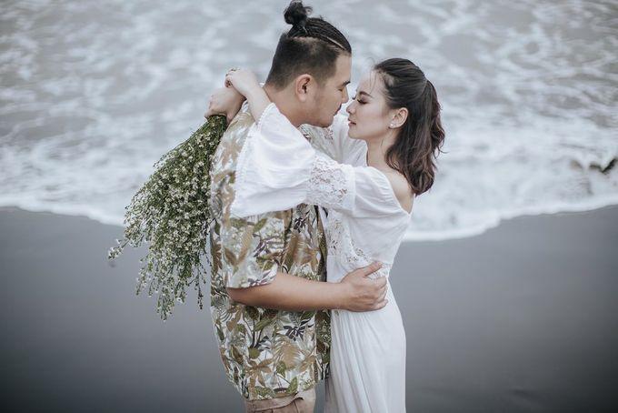PRE - WEDDING EDWIN & YOMEDIKA BY RIO YAPARI by All Seasons Photo - 047