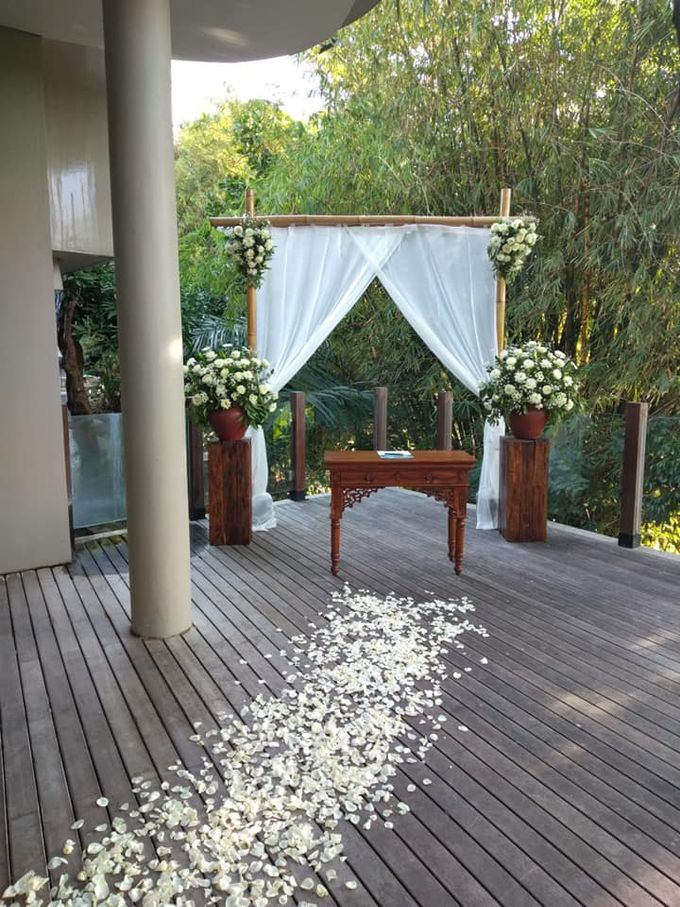 Ceremony Set Up at Theanna Villa by Million Rose Event Bali - 003
