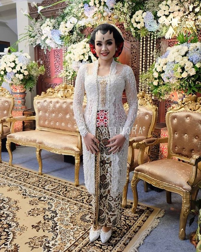 WEDDING CEREMONY KEBAYA MODERN / TRADISIONAL by DELMORA - 005