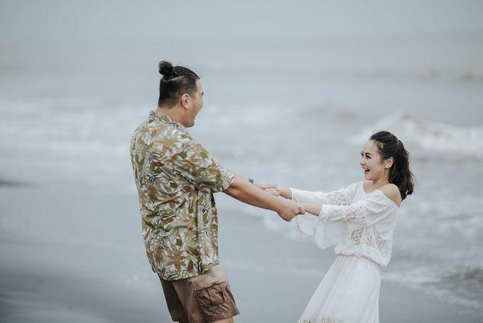 PRE - WEDDING EDWIN & YOMEDIKA BY RIO YAPARI by All Seasons Photo - 048