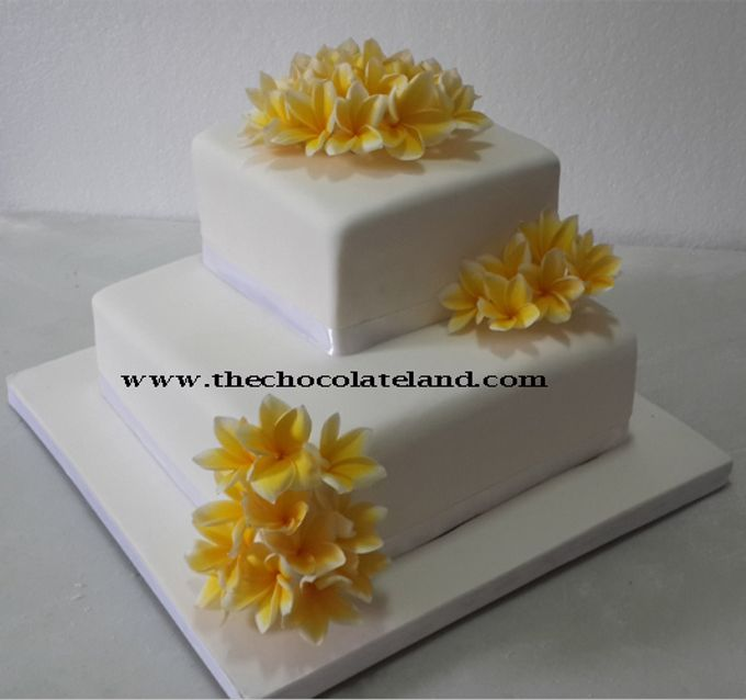 Add To Board 2 Tiers Wedding Cake With Frangipani Flowers By The Chocolate Land