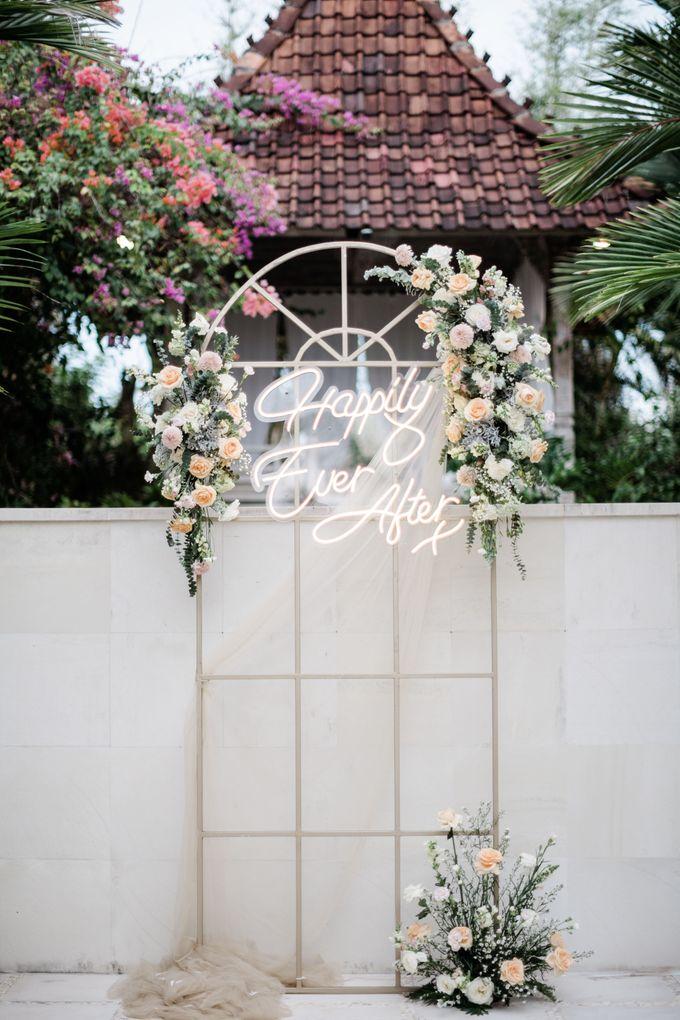 Elegant Vintage Coral Peach Palette for Willy and Luphyta Wedding at Plenilunio Villa Uluwatu by Bali Wedding Atelier - 032
