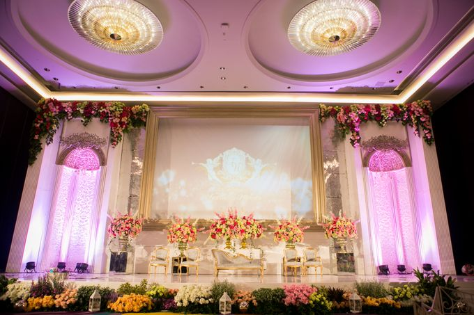 The Wedding of Andrew & Novrida by The Swan Decoration - 005