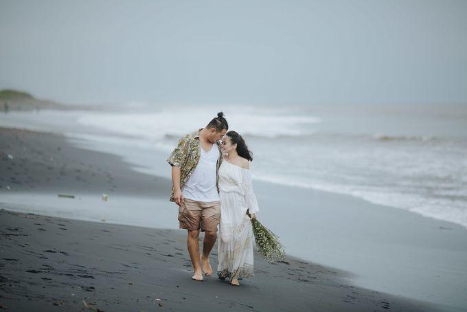 PRE - WEDDING EDWIN & YOMEDIKA BY RIO YAPARI by All Seasons Photo - 050