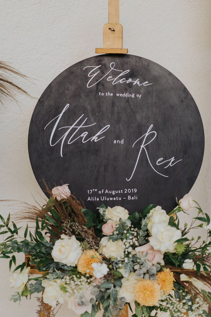 Romantic Modern Wedding at Alila Uluwatu Bali by Silverdust Decoration - 031