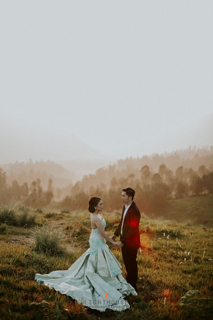 The Prewedding of Andrey and Sisca - Bromo by Lighthouse Photography - 001