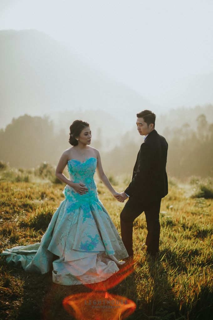 The Prewedding of Andrey and Sisca - Bromo by Lighthouse Photography - 004