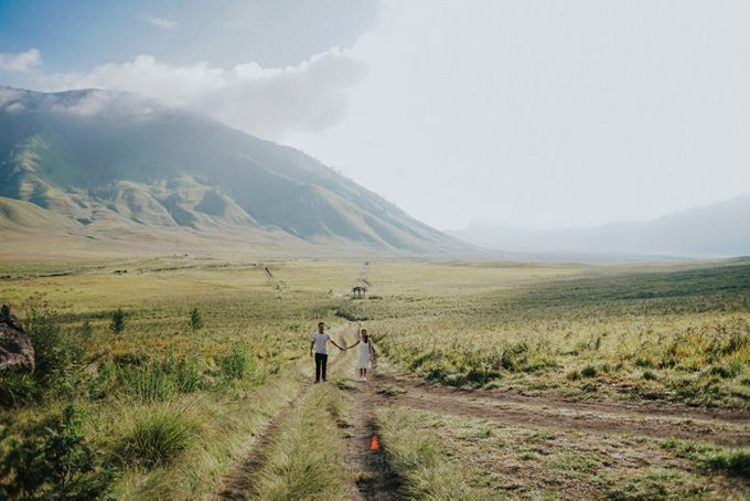 The Prewedding of Andrey and Sisca - Bromo by Lighthouse Photography - 005