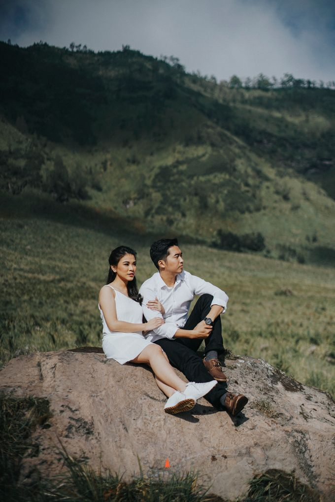 The Prewedding of Andrey and Sisca - Bromo by Lighthouse Photography - 016