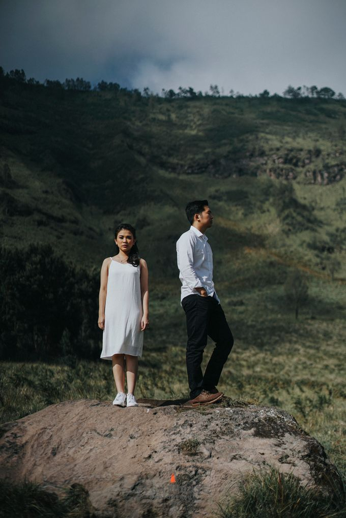 The Prewedding of Andrey and Sisca - Bromo by Lighthouse Photography - 017